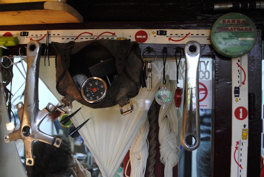 VIDEO şi FOTO Andrei Gruia şi bicicletele atelierului minuscul