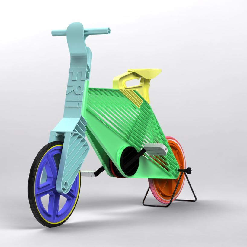 Fantastic, bicicleta din plastic!