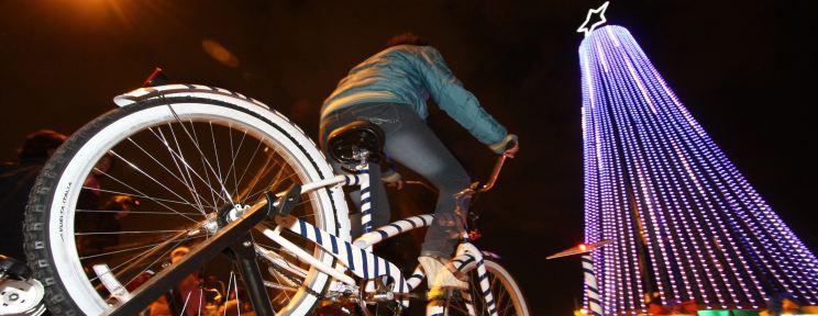 Mexic: brad iluminat prin pedalare