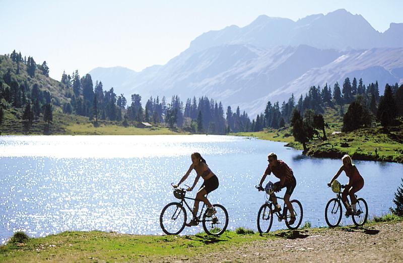 ADVERTORIAL Nou: vacanță pe pista de biciclete
