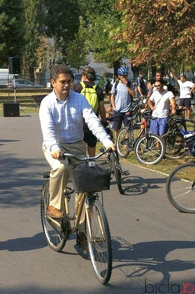 La Veloparlamentari în tandem, pedalez cu Toader Paleologu