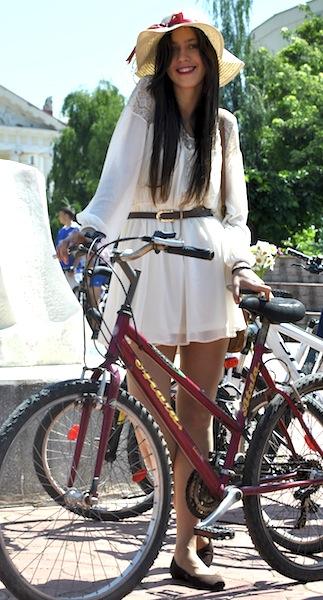 FOTO și VIDEO Skirtbike Iași, cu soare și culoare